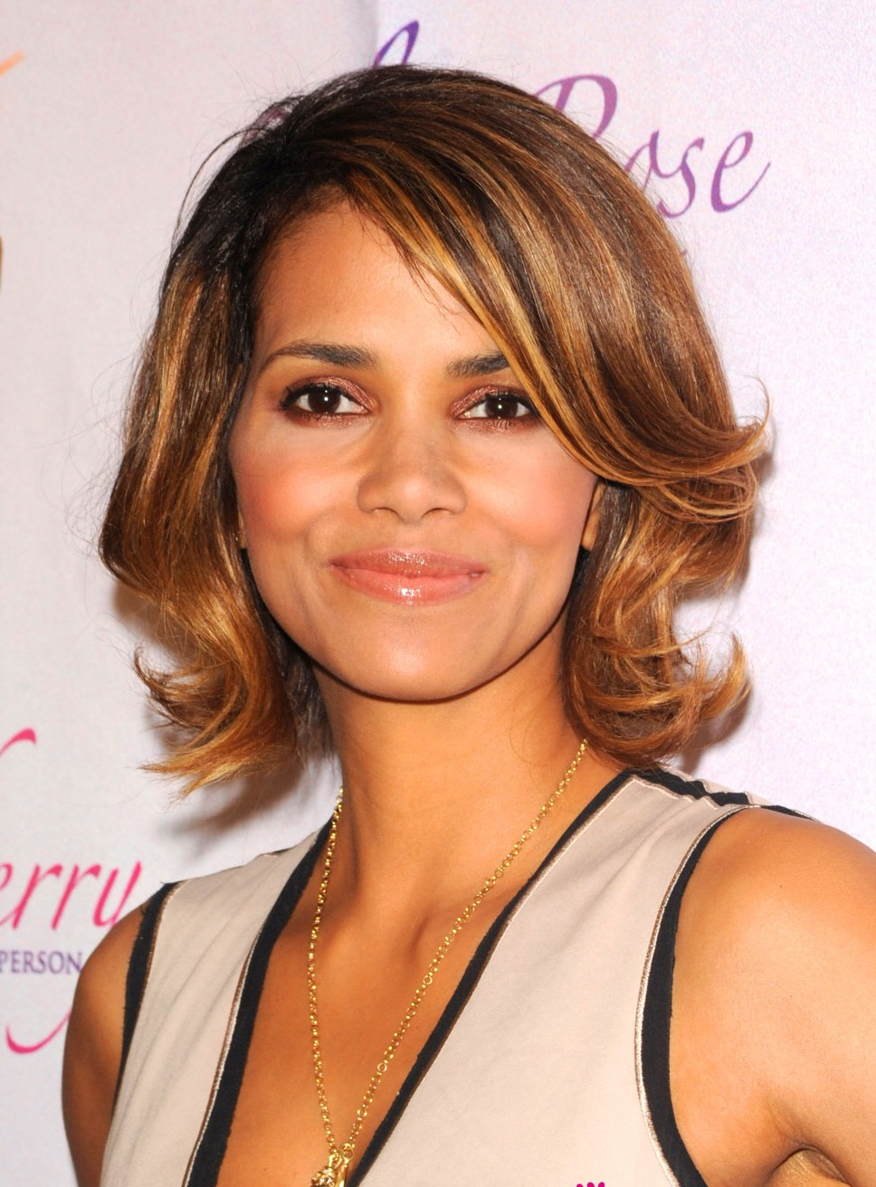 Halle Berry Medium Wavy Wigs, celebrity wig 2017 Halle Berry